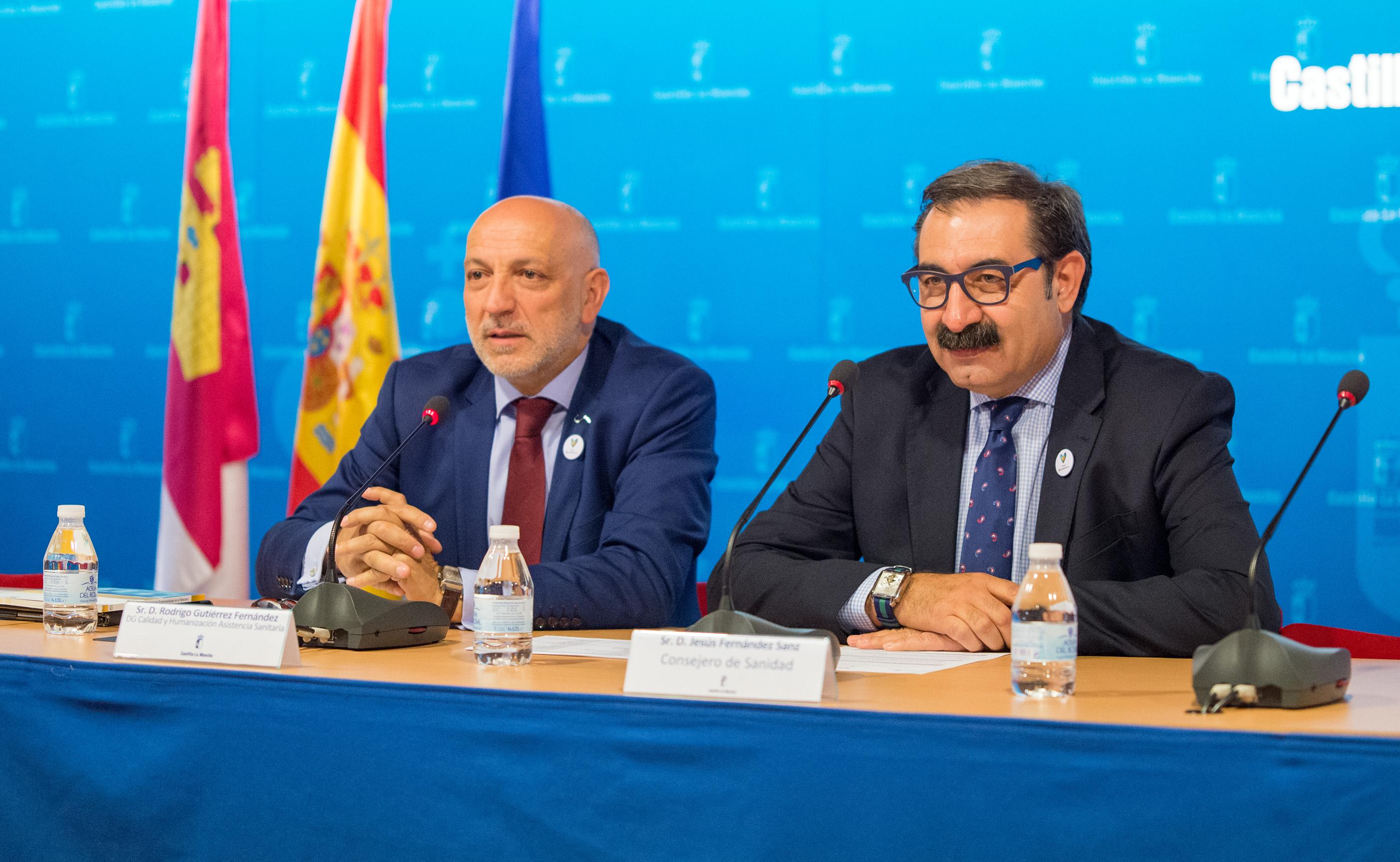 El consejero de Sanidad de Castilla-La Mancha, Jesús Fernández, y el director general de Calidad y Humanización de la Asistencia Sanitaria, Rodrigo Gutiérrez.