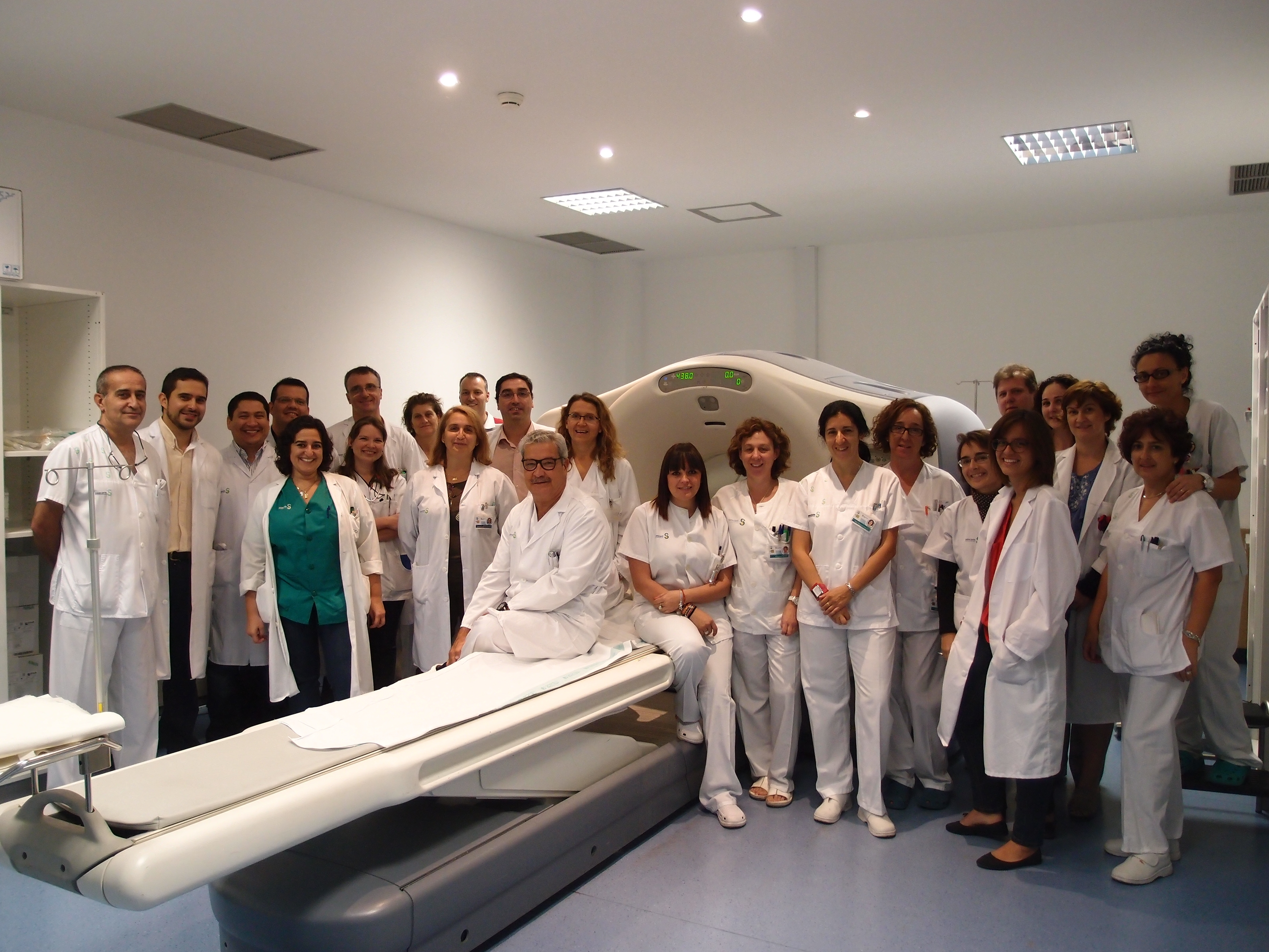 AMUMA premia la labor contra el cáncer de mama de los servicios de ...