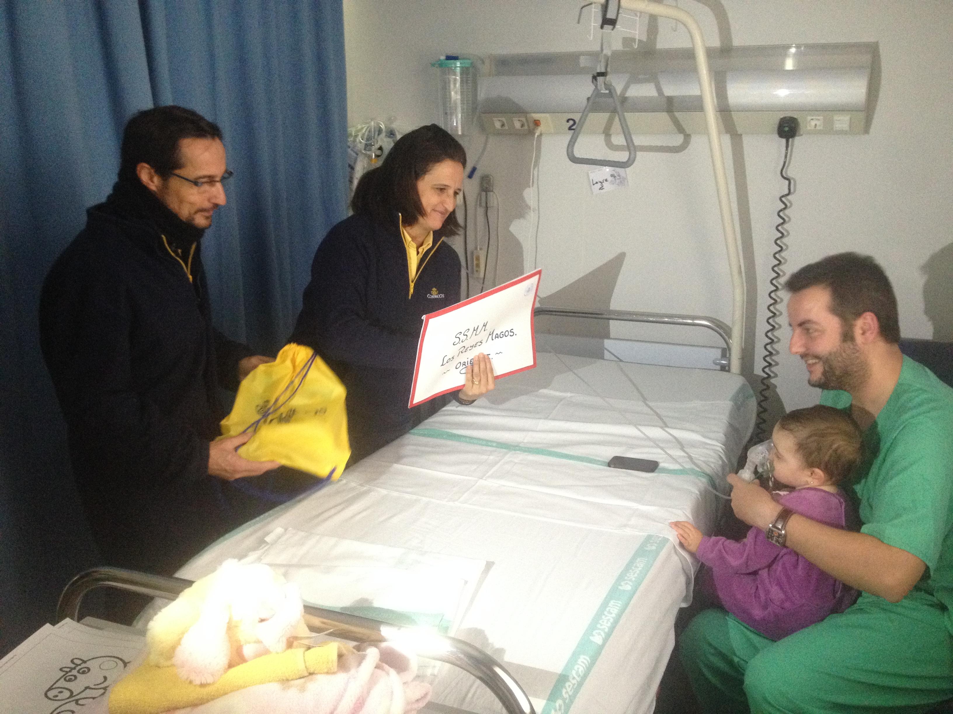Los niu00f1os ingresados en el Hospital de Cuenca entregan a ...