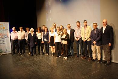Foto de familia con los representantes de las asociaciones en el acto homenaje del 20 aniversario