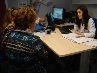 Doctora da explicaciones en una Consulta del Hospital de Valdepeñas