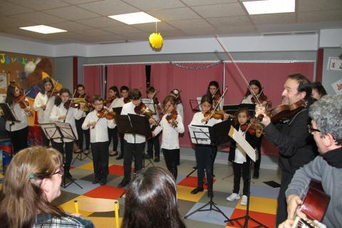 Concierto de los alumnos de violín de la Escuela Municipal de Música  'Eusebio Rubalcaba', bajo la batuta del profesor Daniel Jiménez.