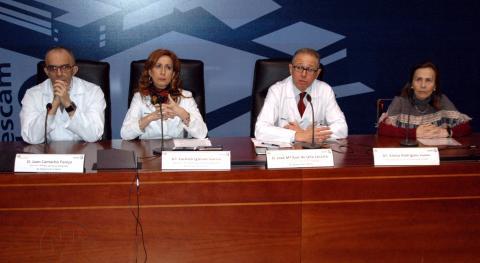 El doctor Juan Camacho, director médico del Área Integrada de Talavera; Mª Carmen Iglesias, directora de Enfermería del Área Integrada de Talavera; el doctor José María Ruiz de Oña, director gerente del Área Integrada de Talavera, y Emilia Rodríguez, presidenta de ATAEM