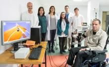 Equipo multidisciplinar del Hospital Nacional de Parapléjicos que estudia la efectividad de un exoesqueleto con realidad virtual para rehabilitar el miembro superior